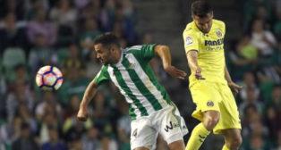 Durmisi lucha por el balón con Mario Gaspar (EFE)