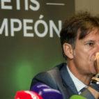 Alfonso Pérez Muñoz, durante la presentación de Arriba Betis Campeón. Foto: J.J. Úbeda