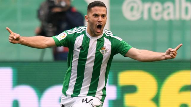 Riza Durmisi celebra su gol en el derbi