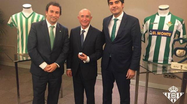 López Catalán, Serra Ferrer y Haro (Foto: Real Betis)