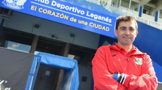Asier Garitano posa en el estadio de Butarque (Foto: ABC)