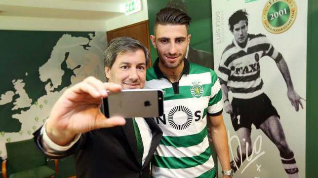 Piccini posa con el presidente del Sporting de Lisboa, Bruno de Carvalho (foto: SCP)