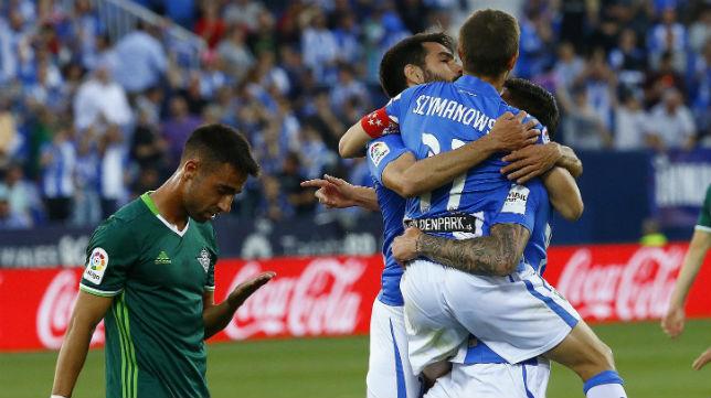 Rafa Navarro, en primer término, en la celebración de uno de los goles del Leganés (Foto: EFE)