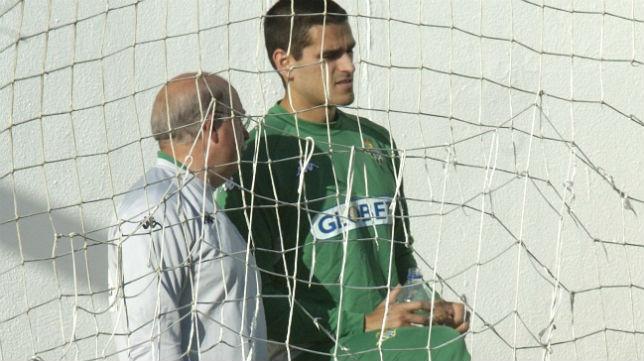 Serra Ferrer habla con Juanito en su segunda etapa como técnico del Betis (Foto: Díaz Japón)