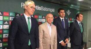 Serra Ferrer junto a Ángel Haro, Miguel Torrecilla y José Miguel López Catalán
