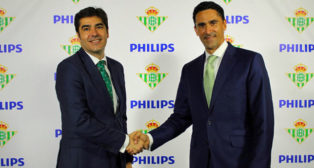 Ángel Haro, presidente del Betis, y Josep Martínez, director general de Philips Lighting para España y Portugal (foto: RBB)