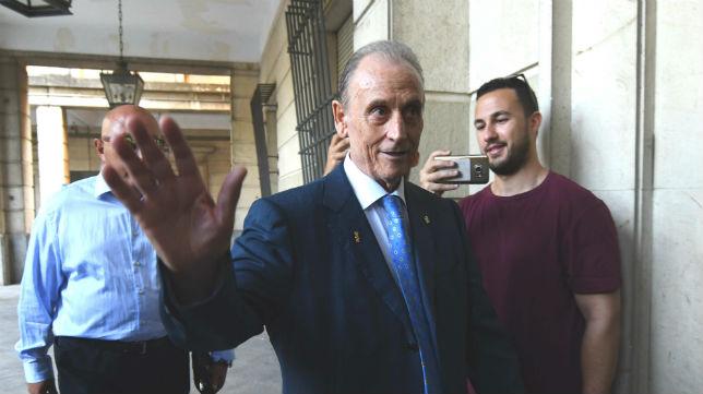 Manuel Ruiz de Lopera, a la entrada en los juzgados (Foto: J. J. Úbeda)