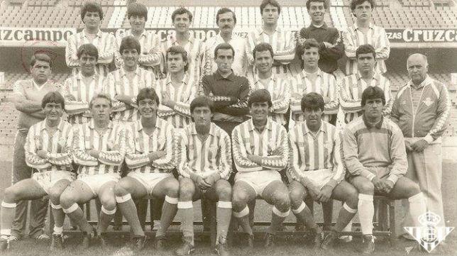Plantilla del Betis Deportivo que logró el primer ascenso a Segunda B en la temporada 84-85 (Foto: Real Betis)