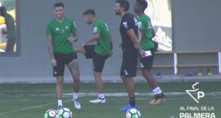 Sanabria sonríe durante el entrenamiento del Betis