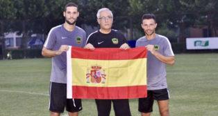 Gregorio Manzano, flanqueado por Mario Suárez y Rubén Castro
