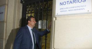 José Miguel López Catalán, a su llegada a la notaría (Foto: J. J. Úbeda)