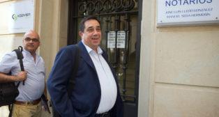 Pepe Tirado, en la notaría (Foto: J. J. Úbeda)