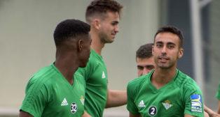 Junior, Fabián y Rafa Navarro, en un entrenamiento del Betis (foto: J. J. Úbeda)