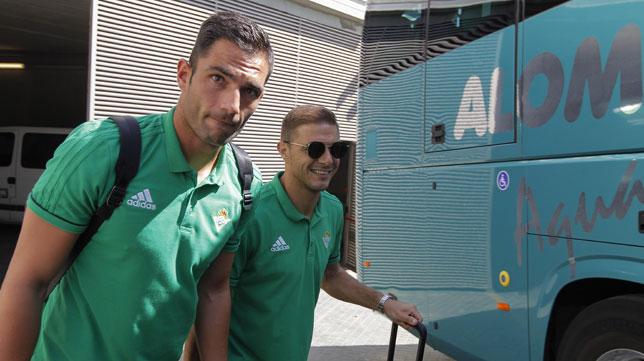 Los capitanes del Betis Adán y Joaquín (foto: Raúl Doblado)