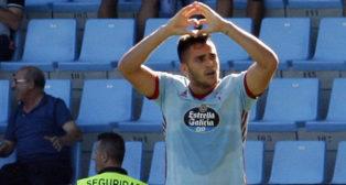 Maxi Gómez celebra uno de sus goles ante la Real Sociedad (foto: EFE/Salvador Sas)