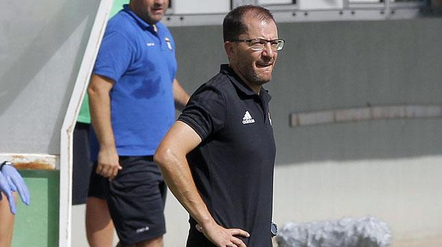 José Juan Romero, técnico del Betis Deportivo (foto: Raúl Doblado)