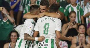 Feddal celebra su gol ante el Celta junto a Sergio León y Camarasa (Foto: EFE)