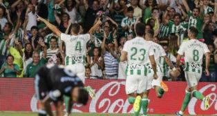 Feddal celebra el segundo gol bético ante el Celta (Foto: EFE)