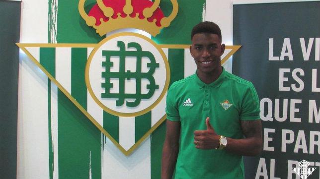 El nuevo contrato de Junior le vincula al Betis hasta 2021 (Foto: RBB)