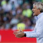 Quique Setién, durante el Betis-Deportivo (foto: EFE)