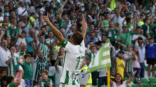 Joaquín celebra uno de sus goles ante el Deportivo (foto: EFE/José Manuel Vidal)