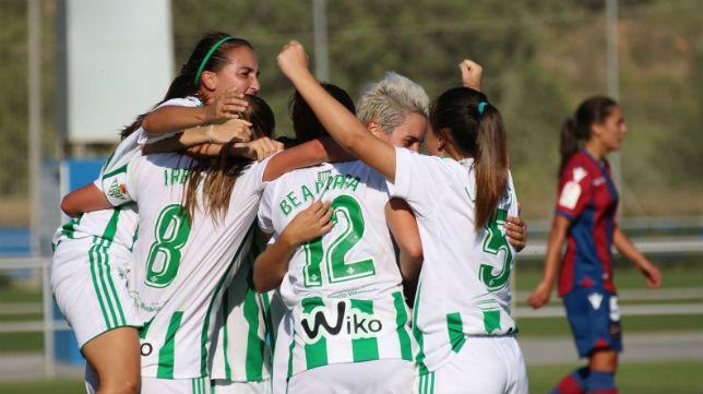 Momento en el que las jugadoras del Betis Féminas celebran su gol (RBB)