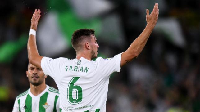 Fabián celebra el gol logrado ante el Levante (Foto: J. J. Úbeda)