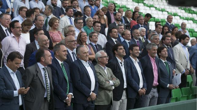 Ángel Haro, entre los asistentes a la presentación del Club de Negocios Betis Experience (Foto: J. M. López Olmedo).