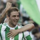 Joaquín celebra el primer gol anotado ante el Deportivo de La Coruña (Foto: Juan Flores)