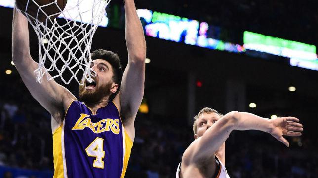 Ryan Kelly, en un partido jugado con los Lakers en 2015