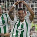 Sergio León celebra con Sanabria el gol logrado ante el Levante (Foto: EFE)