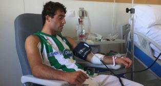 El torero Rafa Serna, con la camiseta del Betis Energía Plus (Foto: @InfoRafaelSerna)