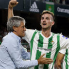 Setién felicita a Fabián tras el gol anotado por el centrocampista ante el Levante (Foto: EFE)