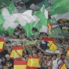 La afición del Betis, durante el partido ante el Valencia (Foto: Raúl Doblado/ABC)