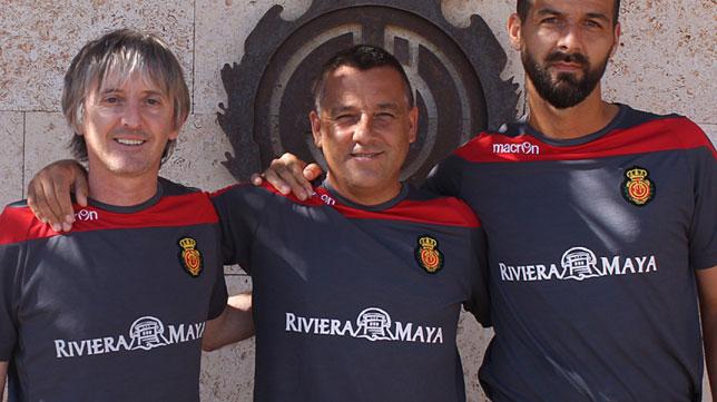 Pep Alomar, en el centro, en su etapa como entrenador del Mallorca B
