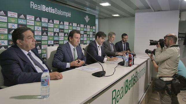 Tirado, Catalán, Haro y Cuéllar, en la rueda de prensa (Foto: J. M. Serrano).