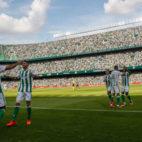 Los jugadores del Betis celebran el primer gol del partido ante el Alavés, obra de Sanabria (Foto: RBB)