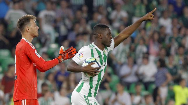 Campbell celebra el gol anotado ante el Valencia (Foto: Raúl Doblado)