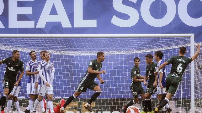 Feddal corre a celebrar su gol, que suponía el 2-2 (Foto: EFE).