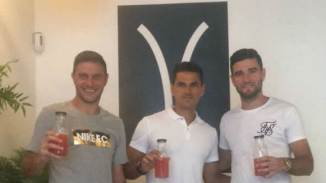 Joaquín, Juanito y Barragán posan en las instalaciones de Yoga40 tras la especial sesión de este jueves (Foto: @A_Barragan19)