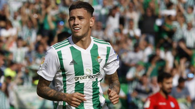 Sanabria celebra el gol que le marcó al Alavés (Foto: J. M. Serrano)