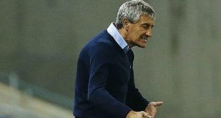 Quique Setién se lamenta durante el partido jugado ante el Espanyol (Foto: EFE)
