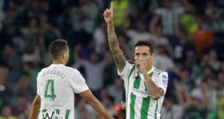 Tello celebra el gol que le marcó al Valencia (Foto: Raúl Doblado/ABC)
