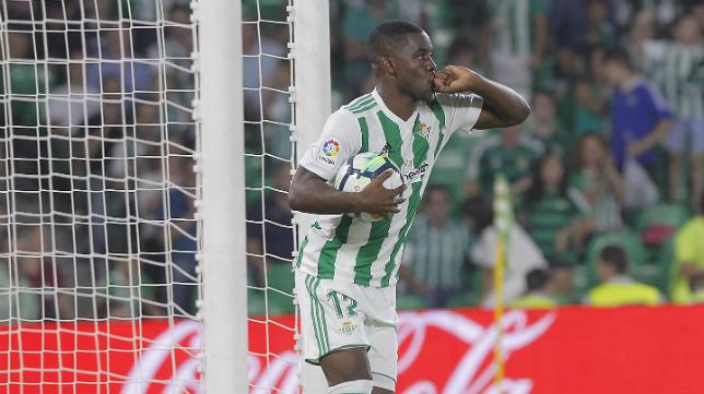 Campbell, tras anotar su gol contra el Valencia (Foto: Raúl Doblado)