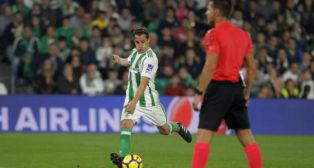 Guardado saca la falta que acabó en gol ante el Girona (Foto: Raúl Doblado)