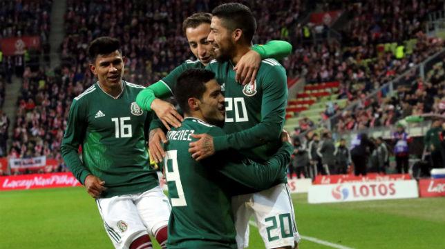Guardado celebra con sus compañeros el tanto logrado por México ante Polonia (Foto: Reuters)