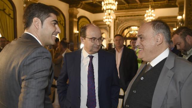 Haro y Castro departen con Tebas (Foto: Jesús Spínola)