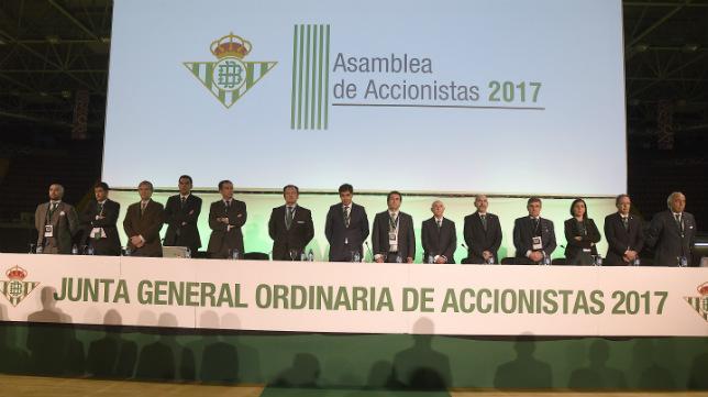 Junta General Ordinaria de Accionistas del Betis de 2017 celebrada en el Palacio Municipal de Deportes de San Pablo (Foto: Jesús Spínola)