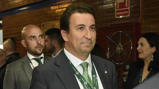 López Catalán, en la Junta General Ordinaria de Accionistas del Betis celebrada este jueves en el Palacio Municipal de Deportes de San Pablo (Foto: Jesús Spínola)
