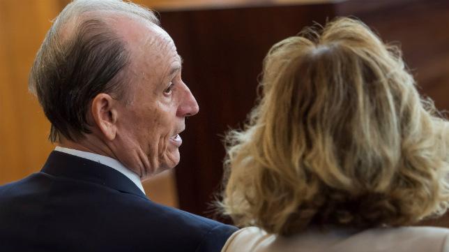 Manuel Ruiz de Lopera (i), en el juicio por presuntas irregularidades en la administración del Betis, que encara desde hoy su recta final (Foto: EFE/Raúl Caro)